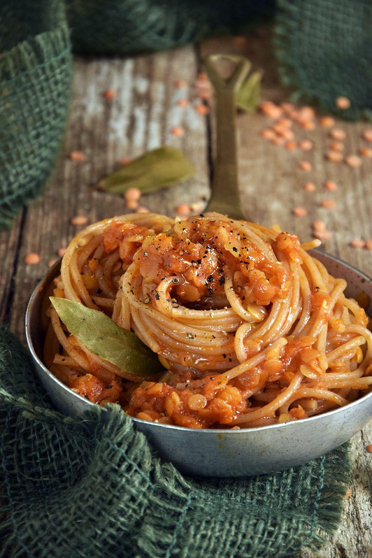 Spaghetti con ragù di lenticchie