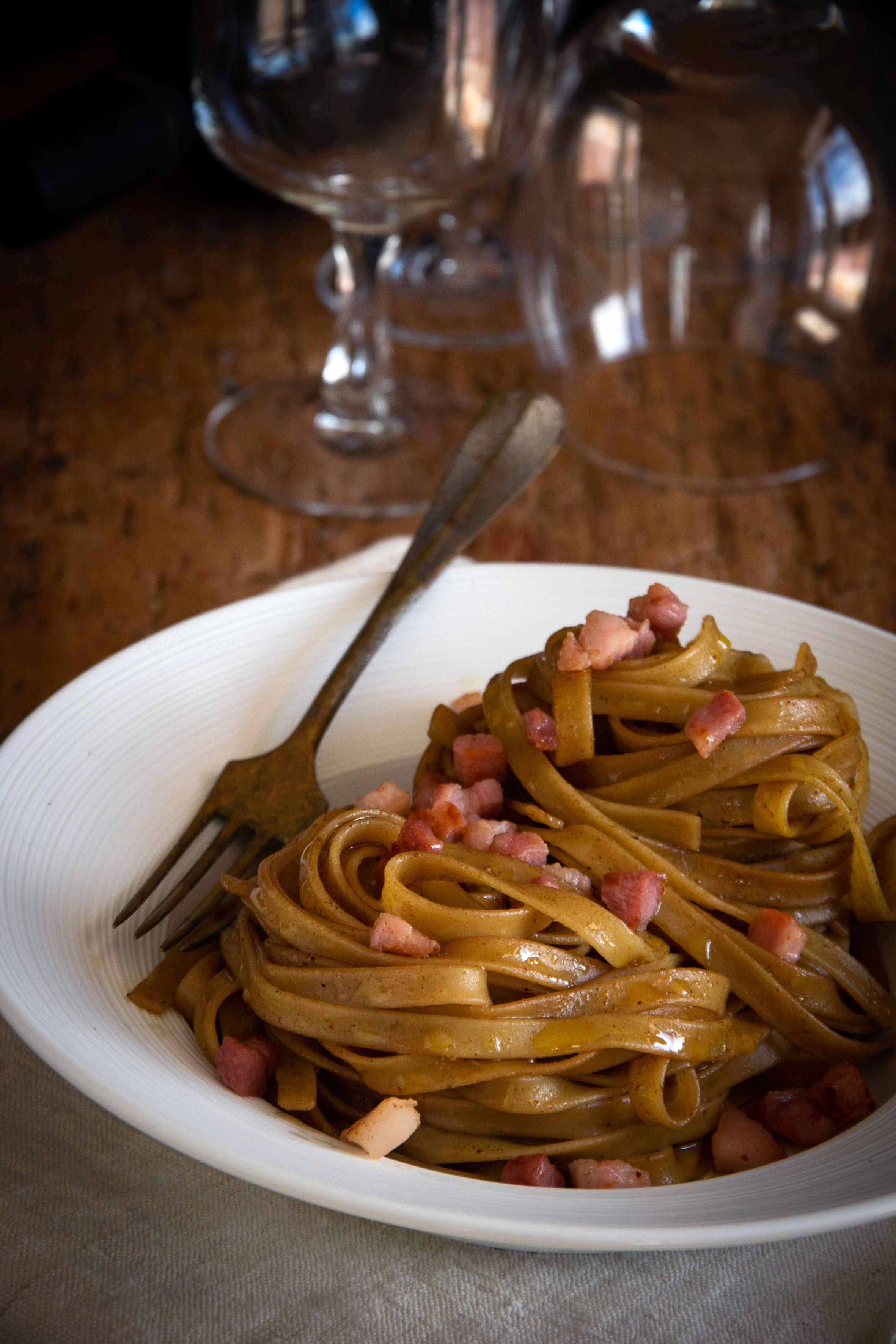 Fettuccine al curry e vino rosso